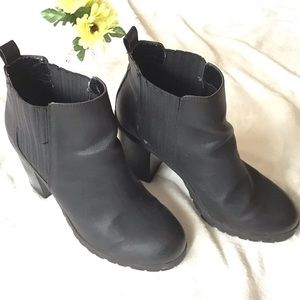 Black heal ankle boots.
